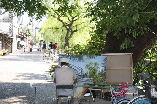 美観地区を描く人