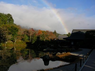 曹源池から見た虹
