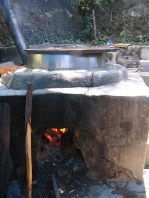 紙漉き工房の釜