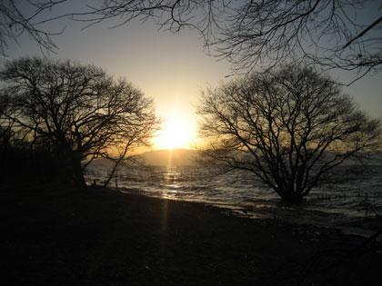 琵琶湖畔から望む夕焼け