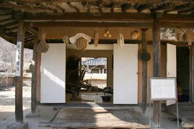 機織りの民家