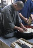 和尚さんの蕎麦打ち