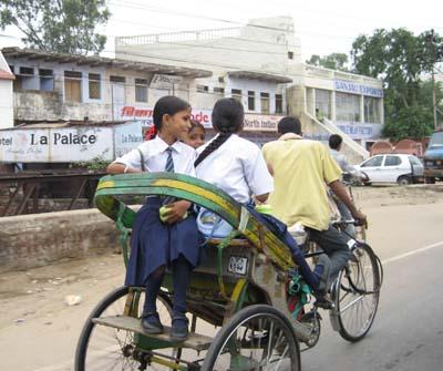 通学途中の女の子